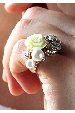 Vintage Roses Pearl Retro Gemstone Finger Ring