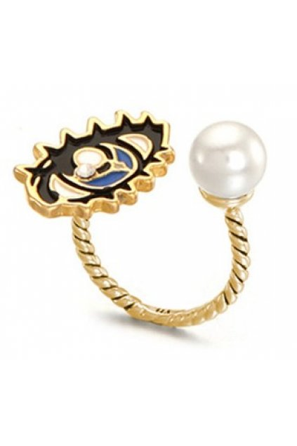 Giant Eye and White Pearl Vintage Finger Ring